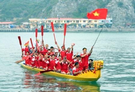 Thuyết minh về lễ hội đua thuyềnbài văn Lớp 9, 10