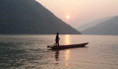 Mở bài Người lái đò sông Đà