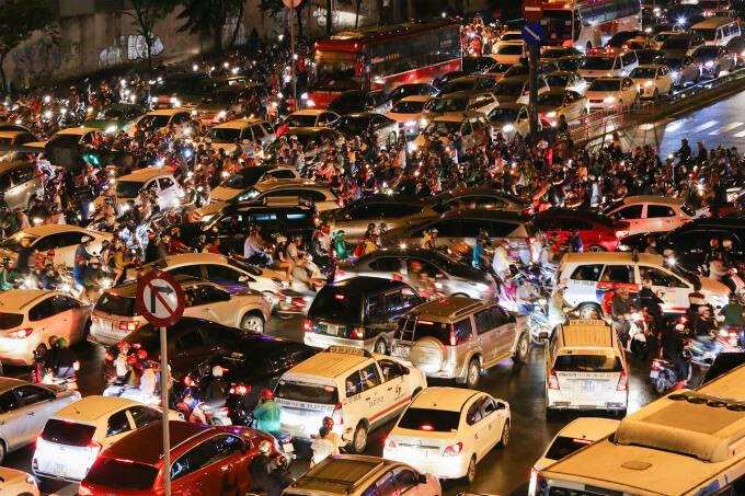 Viết về giao thông Việt nam bằng tiếng Anh